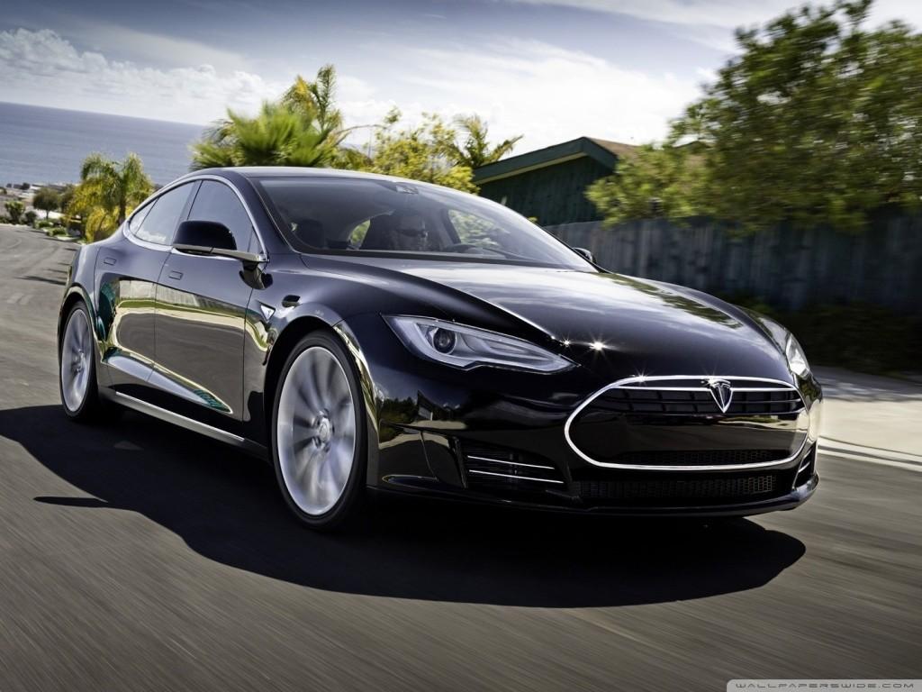 Tesla model S v najnovšej aktualizácii firmware priniesla autonómne riadenie