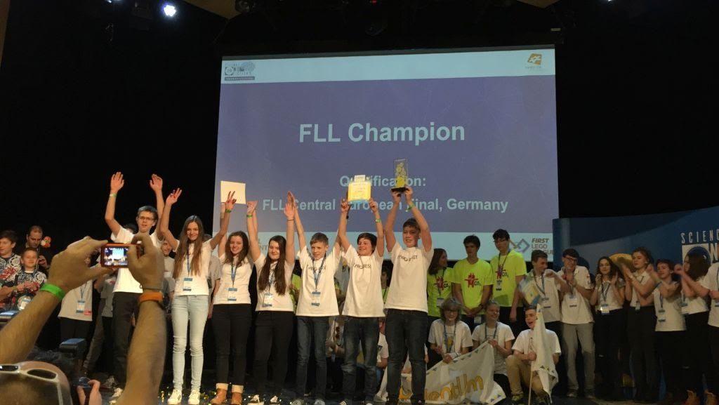 Slovenskí žiaci uspeli aj na semifinále FLL v Debrecíne 1