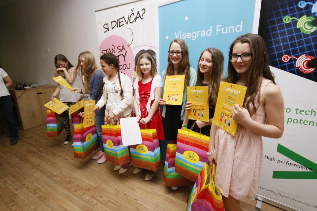 Ako mladé dievčenské tímy programovali v Scratchi: SCRATCHMATCH Slovensko 2017 7