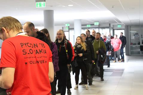 Fronta na PyCon 2018, Autor: Lubica Komarova