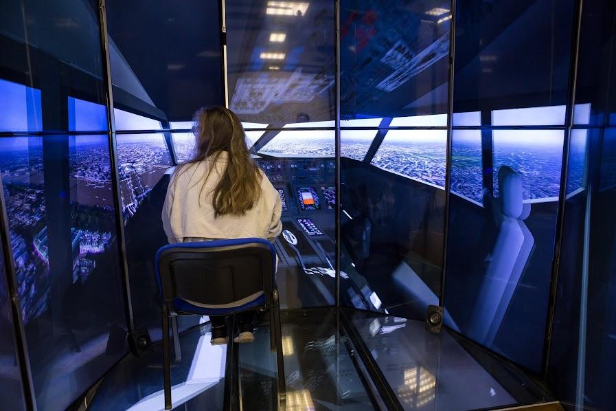 Girls day na KPI, laboratórium virtuálnej reality Lirkis