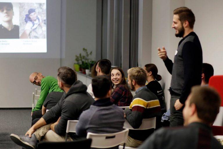 Vzdelávacia platforma Butterfly Effect predstavuje prvých absolventov