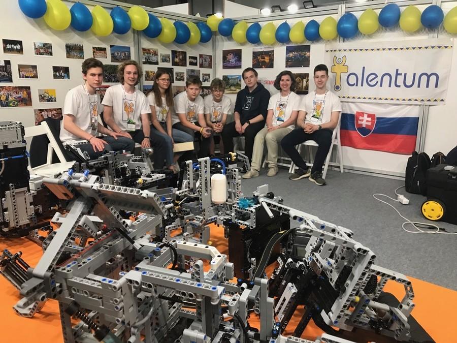 Slovenskí študenti opäť úspešní na medzinárodnej súťaži FIRST LEGO League 5