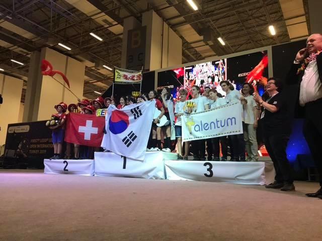 Slovenskí študenti opäť úspešní na medzinárodnej súťaži FIRST LEGO League 1