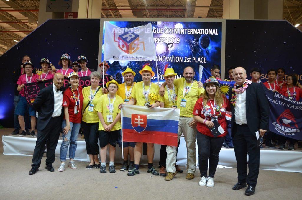 Slovenskí študenti opäť úspešní na medzinárodnej súťaži FIRST LEGO League