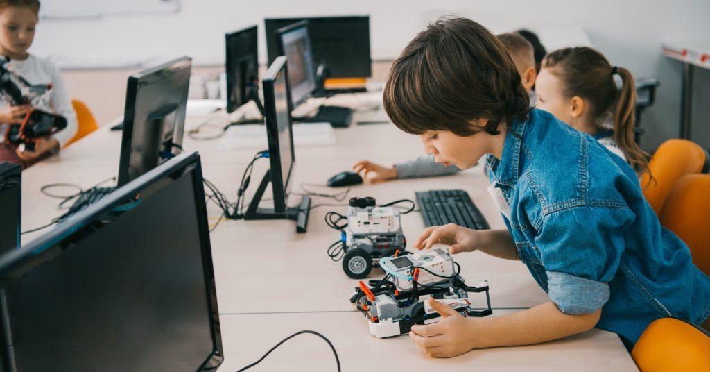 Začať v Pythone alebo s robotom? Šesť rád ako učiť deti programovať 1