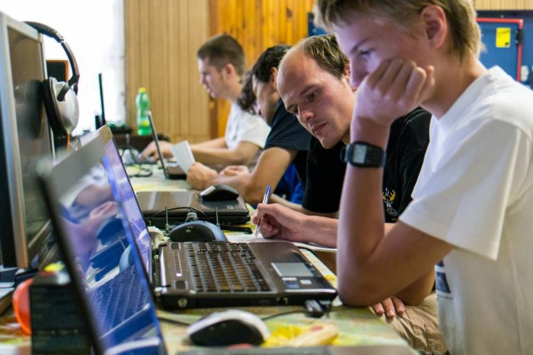 Prihlás sa na letné sústredenie talentovanej mládeže v elektronike a nauč sa programovať!